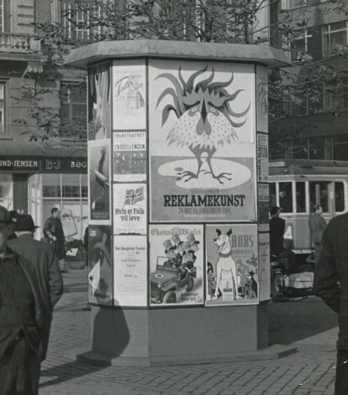 Plakatsøjlen Rådhuspladsen 1945