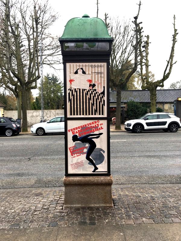 Plakatsøjle med Dansk Plakatkunst