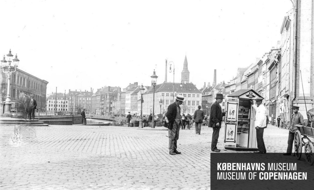 Sort paa Hvidt på Højbro Plads 1918