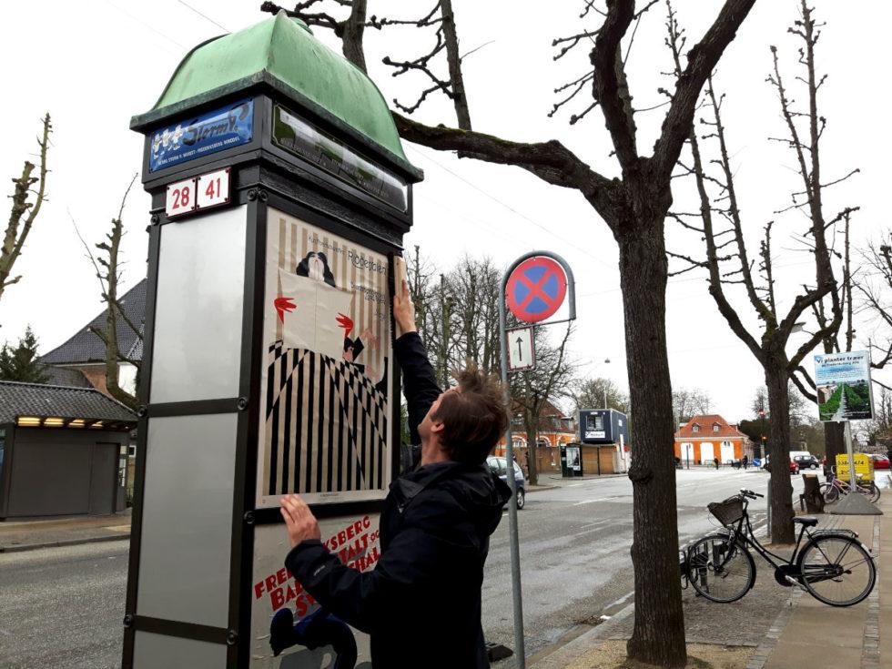 Plakatsøjle på Frederiksberg med Dansk Plakatkunst